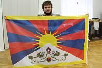 Historik Pavel Simet s tibetskou vlajkou