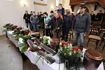 Rozloučení s oběťmi požáru ve Vejprtech.