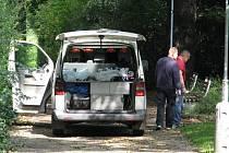 Místo neštěstí policisté hlídali, dokud vyšetřovatelé nezajistili všechny stopy.