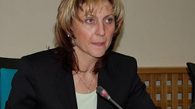 Primátorka Chomutova Ivana Řápková při zasedání zastupitelstva.