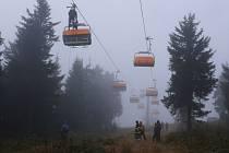 Záchrany cestujících se zúčastnilo osm hasičských sborů z Ústeckého a Karlovarského kraje.