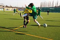 Kadaňští (v zeleném) v posledních dvou zápasech vstřelili šest gólů