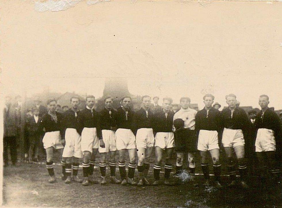 Tým strupčických fotbalistů v roce 1969.