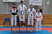Karatisté Karate klubu získali na silně obsazeném turnaji JKA Grand Prix Kadaň dvanáct medailí