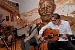 Koncert Banjo bandu Ivana Mládka v chomutovské pražírně Café Jaques