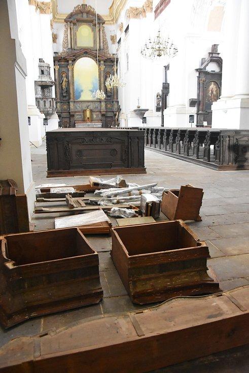 Do Chomutova se vrátily barokní varhany, které patří do kostela sv. Ignáce. Přišly rozebrané, takže prvním úkolem bude složit je.