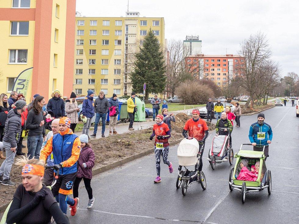 44. ročník Desítky v Bezručáku proběhl v sobotu 4. ledna v Chomutově. Celkový počet přihlášených byl 220. Startovné 150 Kč bylo rozšířeno o dobrovolný příspěvek 50 Kč právě pro mostecký hospic, což přímo na místě i pan doktor velmi ocenil.