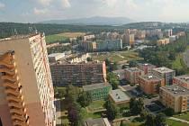 Nové chodníky, hřiště, herní prvky, parkovací místa, úprava komunikací a zeleně zvolna mění vzhled sídlišť v Chomutově. Ke změnám dochází na čtyřech sídlištích a to Březenecké, Kamenné, Zahradní i Písečné.