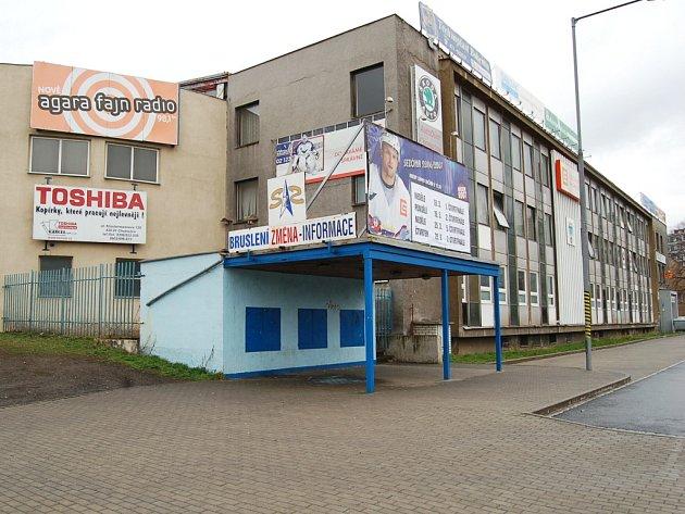 Budova zimního stadionu v Chomutově.