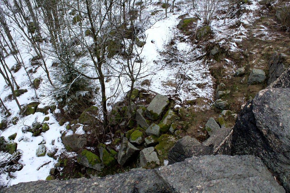 Výlet se změnil v malé zimní dobrodružství pod Měděneckými sfingami.