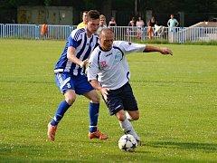 Sokol Údlice (v bílém), doma nestačil v derby na 1. FC Spořice.