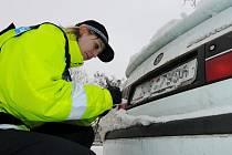 KONTROLA. Strážnice se opisuje SPZ jednoho z vozů, na který upozornili občané. Po prověření zjistila, že auto není pojištěné.