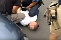 Zadržení dealera policejní zásahovou jednotkou