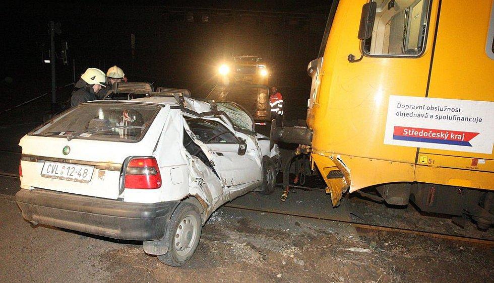 Takhle vypadala strana auta, do které vlak narazil.
