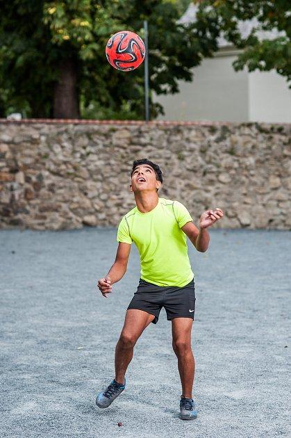DOMINIK se od malička projevoval jako sportovní talent. Teď se snaží ostatním sportem pomáhat.