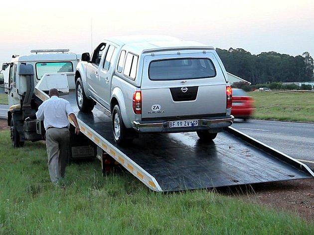 Konečně přijelo nové auto a my za soumraku můžeme opravdu opustit aglomeraci Johannesburgu.