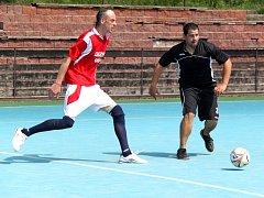 Dědek Team v černých dresech v souboji s týmem 1 FC Rybníček.