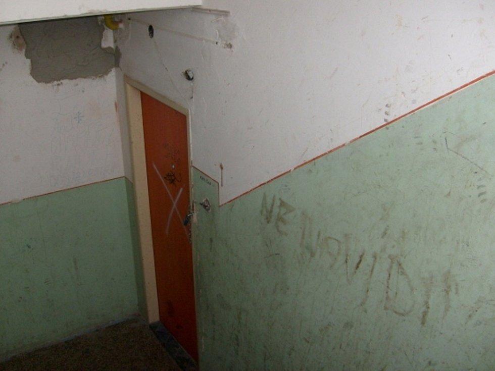 Takto to vypadá na chodbě domu.