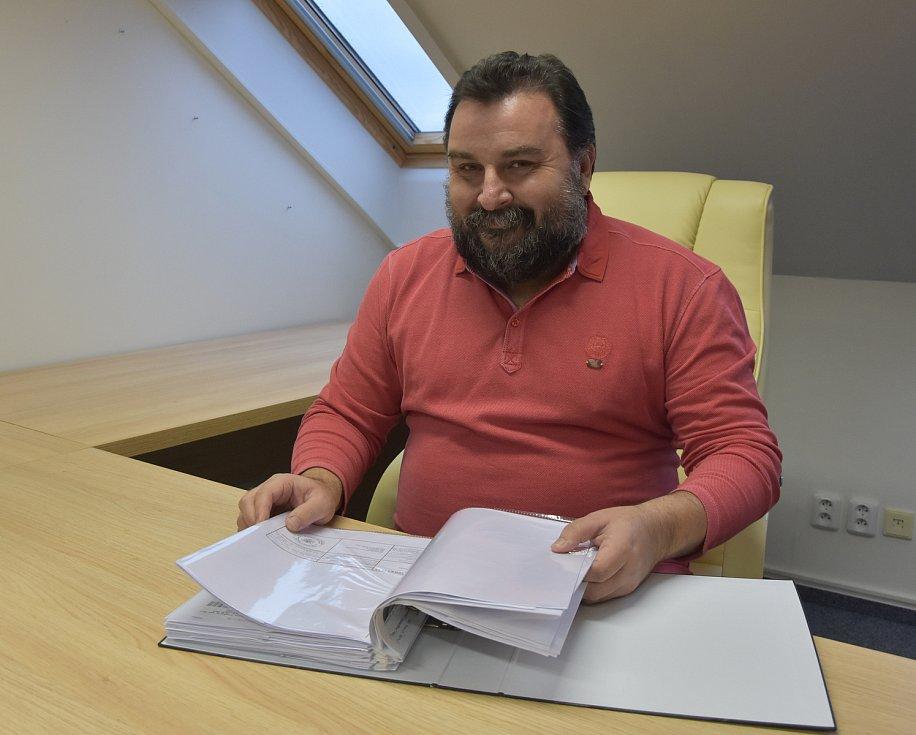 Petr Hybner je od ledna druhým kláštereckým místostarostou. Kancelář na radnici bude sdílet s městským architektem.