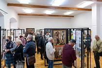 Výstava s názvem Mezi křížem a kalichem v chomutovském muzeu