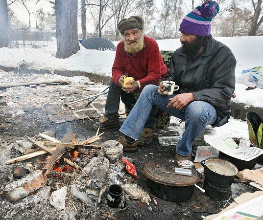 Bezdomovci vlese.