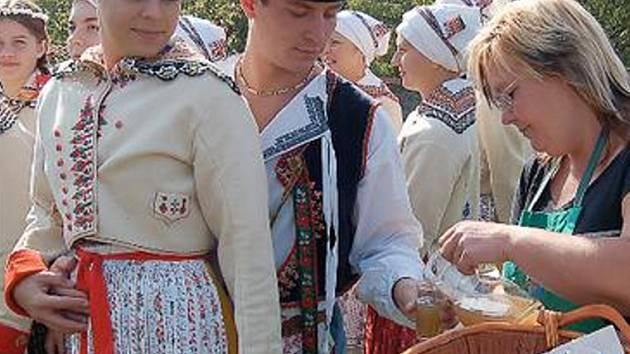 Jako každý rok zde vystoupili moravské lidové soubory Réva, Vonica a Linda.