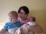 Malý Pavel Cingel spokojeně oddychuje u hrdé maminky Miroslavy Kabelkové a v blízkosti svého ročního brášky Vojtíška z Jirkova. Maminka malého Pavlíka přivedla na svět 2.1.2017 v 15:45 hodin. V chomutovské porodnici mu naměřili 49 cm a navážili 2,85 kg.