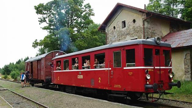Turistické cyklovlaky jezdí do Krušných hor