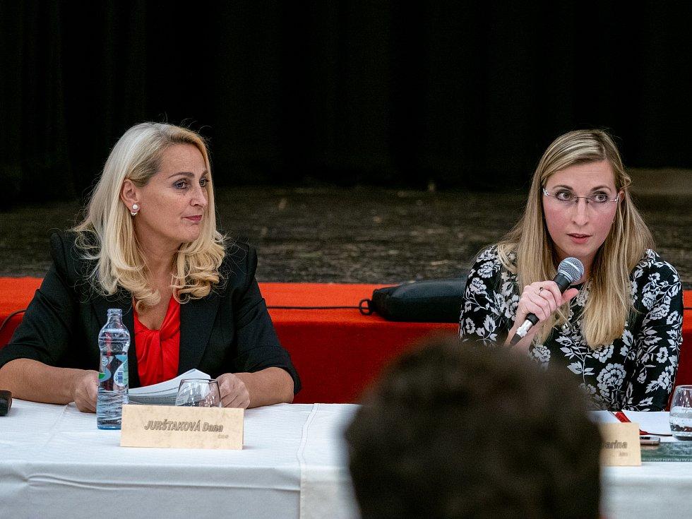 Místostarostka Dana Jurštaková a starostka Jirkova Darina Kováčová.