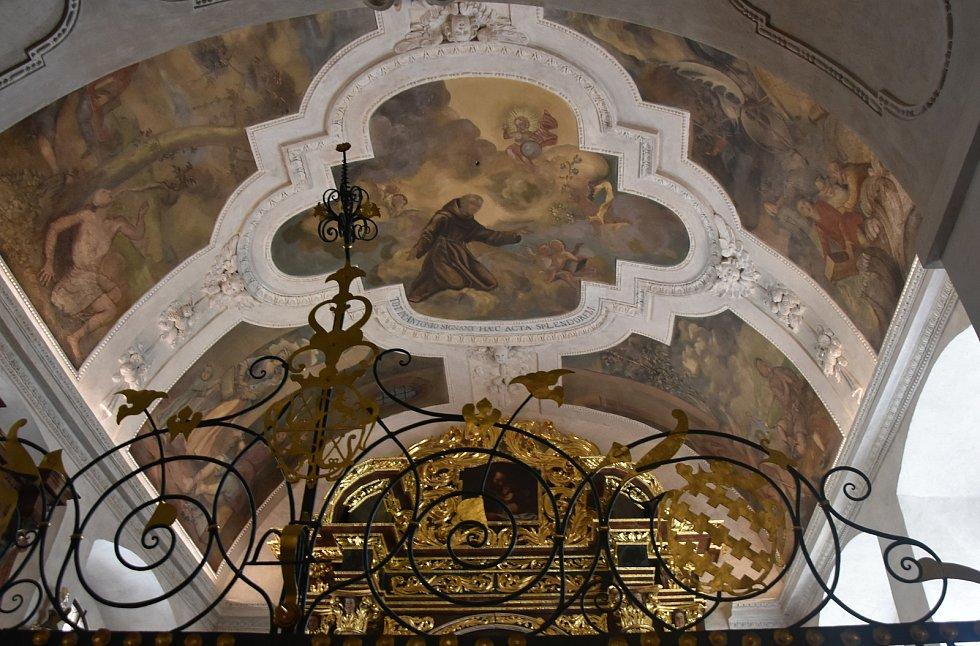 Takto vypadají vnitřní prostory kostela Čtrnácti sv. omocníků po zásahu restaurátorů.