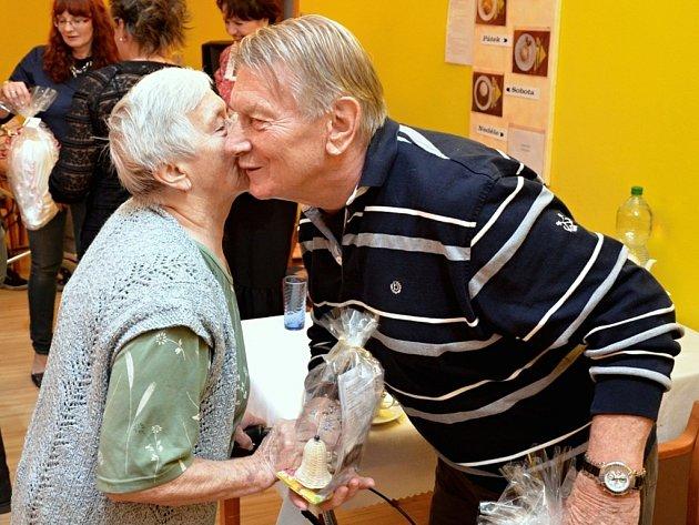 Setkání kadaňských seniorů s oblíbenými herci