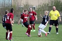 Utkání fotbalistek Ervěnic (v červeném) proti Baníku Souš