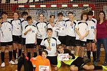 Na snímku je vítězný tým turnaje O pohár CHLMF kategorie starších žáků ze ZŠ Antonína Heyrovského Chomutov.