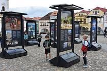 Voda a civilizace. Úspěšná venkovní česká výstava unikátních fotografií a informací z výzkumů otevírá aktuální téma i v Kadani. Umístěná je na Mírovém náměstí.
