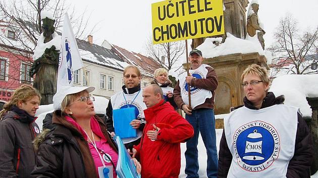 Odboráři se sešli na kláštereckém náměstí, do Chomutova kvůli trhům nemohli.
