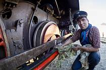 Iron Monument Club Plzeň vezl parní lokomotivu 313.902 do Vejprt
