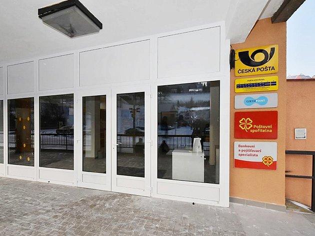 Novou poštu v moderních prostorách mají obyvatelé Vejprt. Přesídlila ze staré adresy a nově ji mohou najít na náměstí T. G. Masaryka.