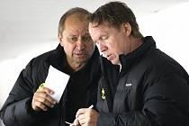 Vladimír Jeřábek (vlevo) a Petr Rosol před sedmi lety na litvínovské střídačce.