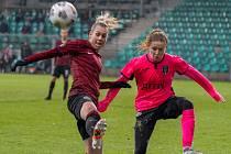Sparťanky (v červeném) hrály v Chomutově Ligu mistrů se skotským Glasgow.