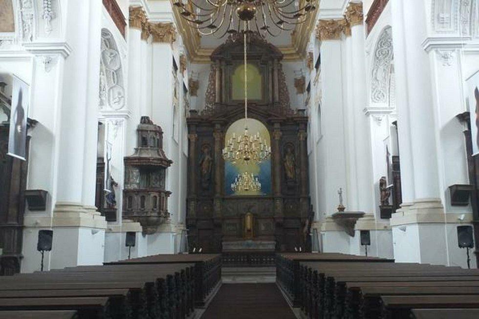 Kostel sv. Ignáce s novodobým oltářním obrazem.