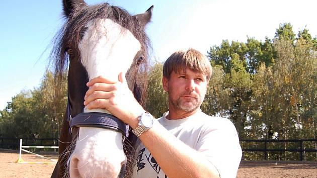 Roman Pislcejk s koňskou královnou krásy.