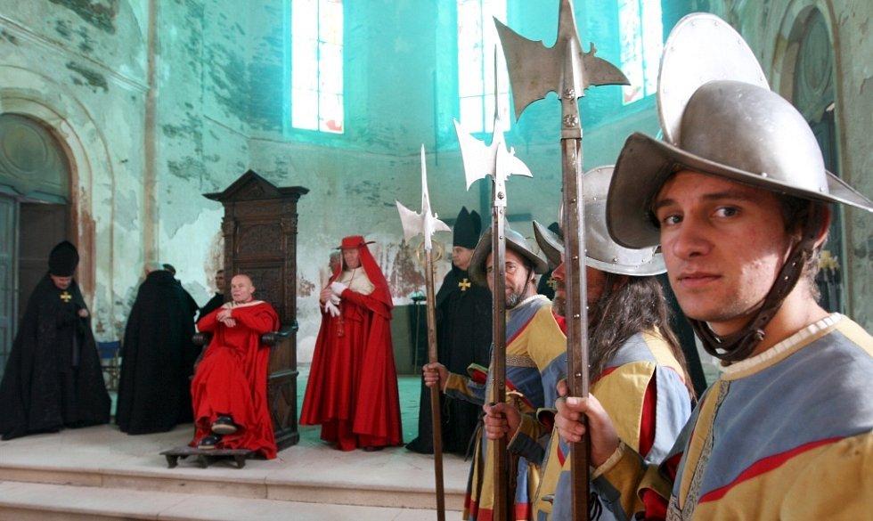Natáčí se přímo v útrobách kostela sv. Václava.