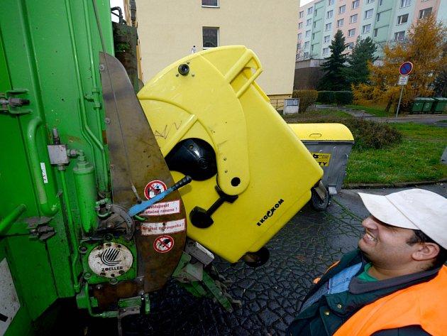 SVOZ. Jsou kontejnery plné? Volejte na číslo uvedené na kontejneru a technické služby ho vyvezou.