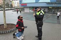 Pro svůj výstup si Netopýr tentokrát vybral místo před obchodním domem v centru města.