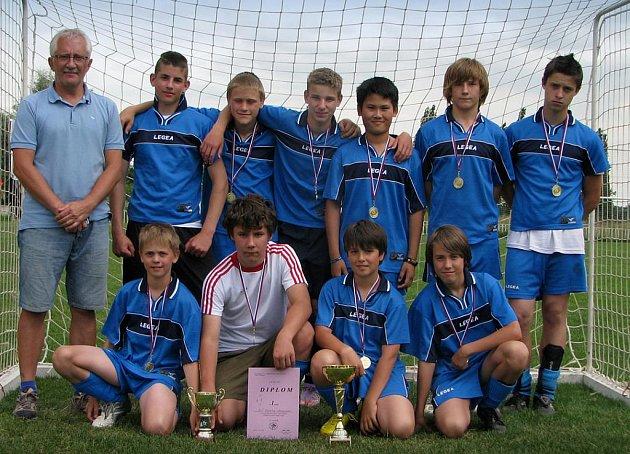 Kategorii mladších žáků vyhráli fotbalisté ze základní školy na Písečné.