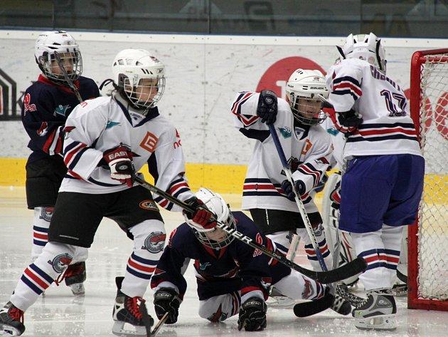 Přestávku extraligových zápasů vyplňují boje malých hokejistů