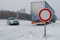 Hlavní tah k hraničnímu přechodu Hora Svatého Šebestiána je zavřený.