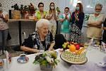 Františka Votavová v jirkovském domově oslavila 104. narozeniny.