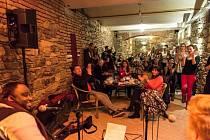 Na Akustickém večeru se představila celá řada hudebníků.