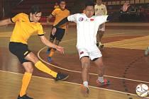 Vamiro porazilo tým FC Viet Chomutov (v bílém) 2:1.